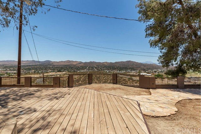 6845 Pioneertown Road Yucca Valley, CA 92284 - MLS #: JT18111863
