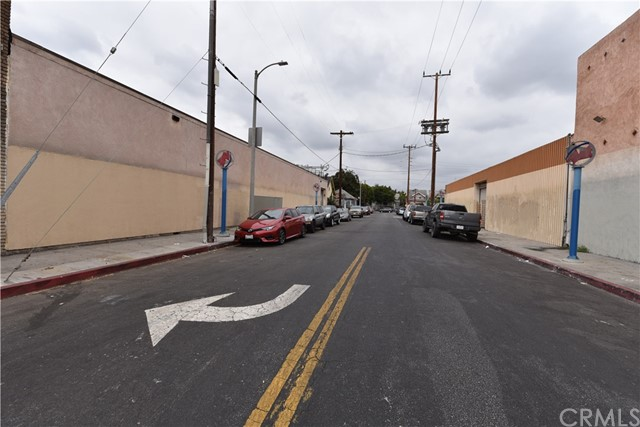 757 E Washington Boulevard, Los Angeles CA: http://media.crmls.org/medias/ac40856a-4a24-43c6-9531-7412522333f9.jpg