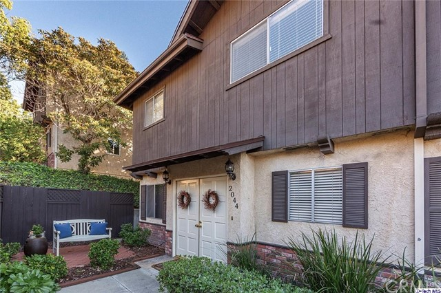 Townhouse for Sale at 2044 Valderas Drive Glendale, California 91208 United States