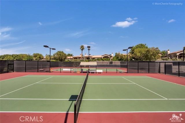 79840 Rancho La Quinta Drive, La Quinta CA: http://media.crmls.org/medias/ac7d58c8-b1ac-418b-9353-19310be62ec0.jpg