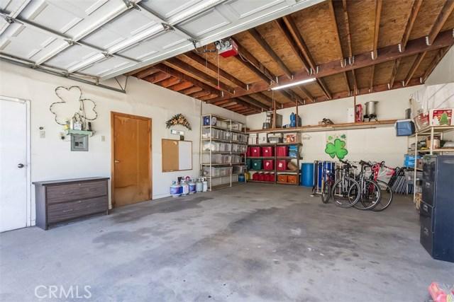 16275 Porter Avenue, Riverside CA: http://media.crmls.org/medias/ac9c0a33-1cd2-405f-b7dc-e8bdf08e85e0.jpg