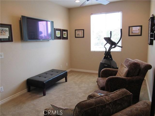 6975 Garden Rose Street, Fontana CA: http://media.crmls.org/medias/acad3679-f2f4-49fb-a03e-879c02eee48c.jpg