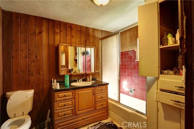 6880 Riverdale Place, Jurupa Valley CA: http://media.crmls.org/medias/acadac70-0d98-4003-881a-681c2ae6d09e.jpg