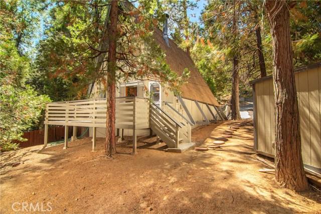 29036 Alder Terrace, Cedar Glen CA: http://media.crmls.org/medias/acb3624a-04ec-4bd7-8e8a-bc9b5ead0633.jpg