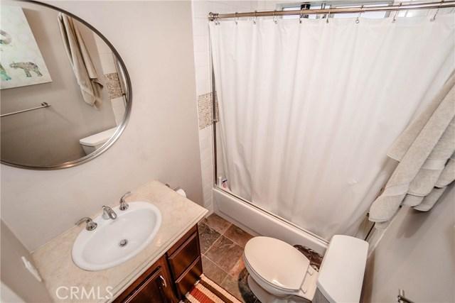 5231 Norwich Avenue, Sherman Oaks CA: http://media.crmls.org/medias/acb7f5a9-72d6-49c1-950d-a79e2cc2e215.jpg