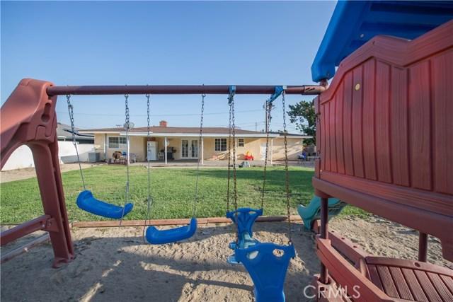 322 E Mariposa Drive, Rialto CA: http://media.crmls.org/medias/acc65ef2-cbea-47d0-8fcf-3efe553cda27.jpg