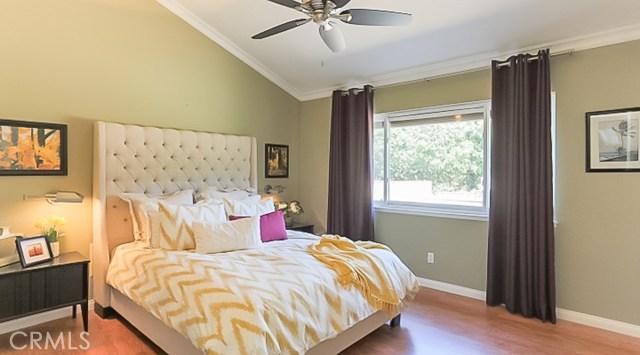 9961 Bond Circle, Huntington Beach CA: http://media.crmls.org/medias/acc7539b-01d7-46c3-bed5-7e58625a79c3.jpg