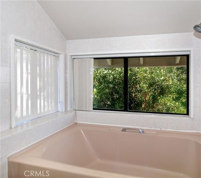 211 W Avenida Valencia, San Clemente CA: http://media.crmls.org/medias/ace016cb-fe39-4686-abdd-314ee34d2abc.jpg