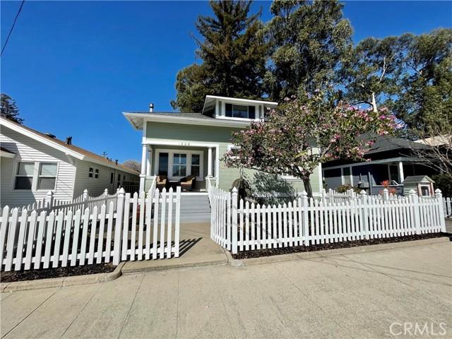 1208 Pismo Street, San Luis Obispo CA: http://media.crmls.org/medias/acf27820-040b-4ab6-93d2-9bb59b0f88f4.jpg