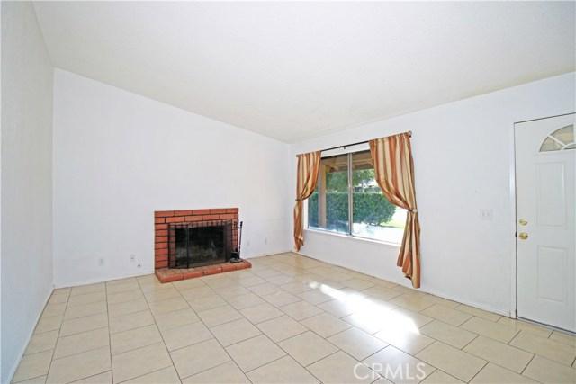 4905 Lakewood Drive, San Bernardino CA: http://media.crmls.org/medias/ad0b199d-827a-4870-8ae7-c2c16ece7f86.jpg