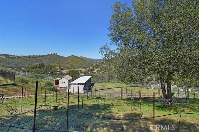 16311 Espola Road, Poway CA: http://media.crmls.org/medias/ad17cde3-9b60-45ff-845b-90a8fb4972e5.jpg