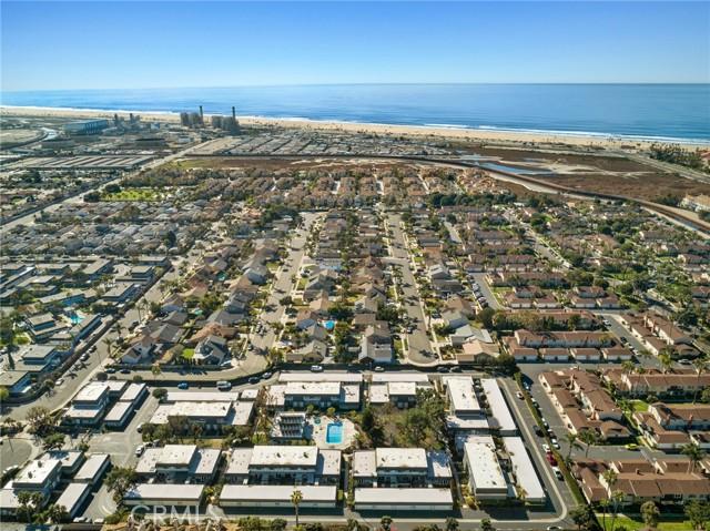 8268 Artista Drive, Huntington Beach CA: http://media.crmls.org/medias/ad2b11a9-4b78-4f68-b13b-2a543948914c.jpg