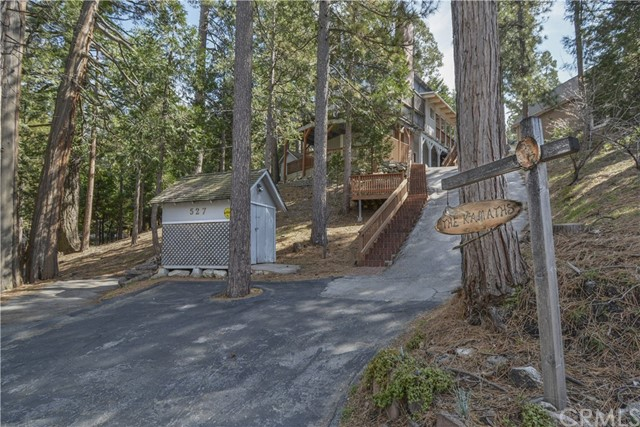 527 Rainier Road, Lake Arrowhead CA: http://media.crmls.org/medias/ad33f6d1-66cf-4d33-8e93-0b60a6ef003b.jpg