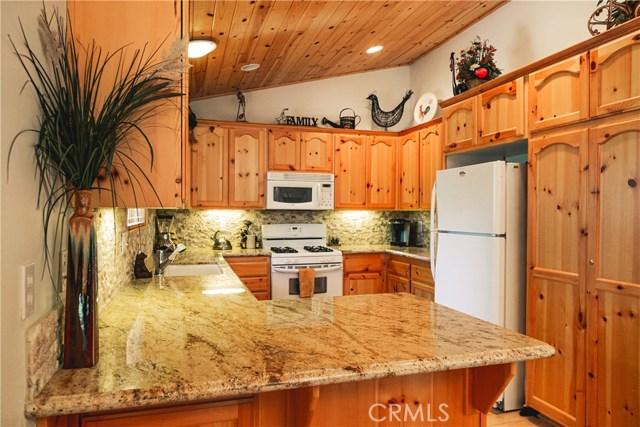 471 Woodside Drive, Big Bear CA: http://media.crmls.org/medias/ad5a0f61-ee62-46c7-91eb-d3e6ed4316e5.jpg