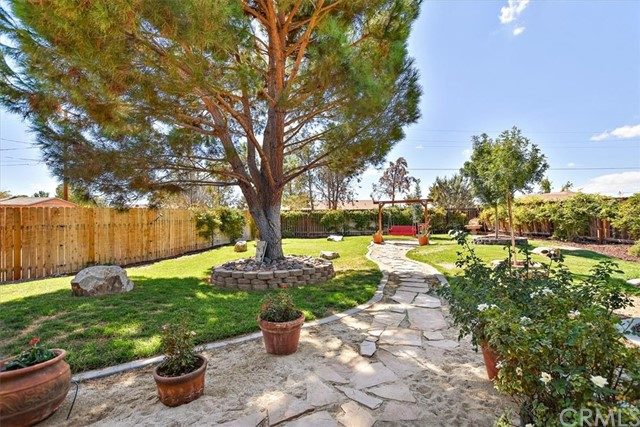 22211 Mohican Avenue, Apple Valley CA: http://media.crmls.org/medias/ada583e3-b689-4f5d-aa1d-8c290e63ee2a.jpg