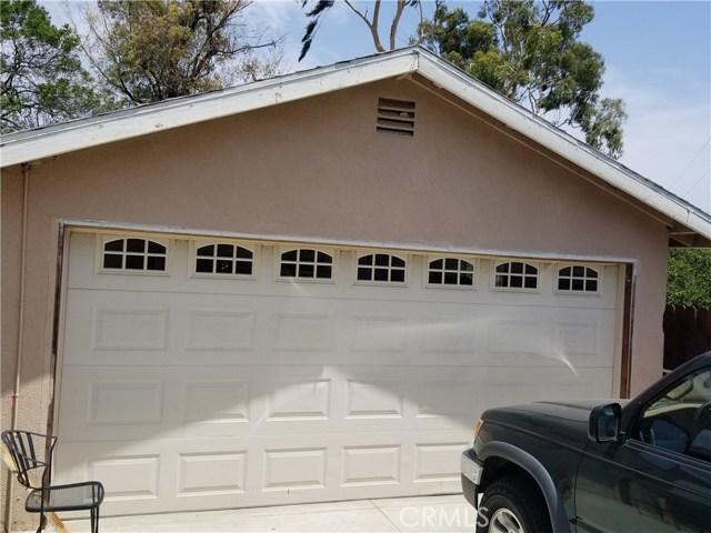2105 S Maple, Santa Ana CA: http://media.crmls.org/medias/adb94b49-374f-4cf6-a14a-409d6e5e11c7.jpg
