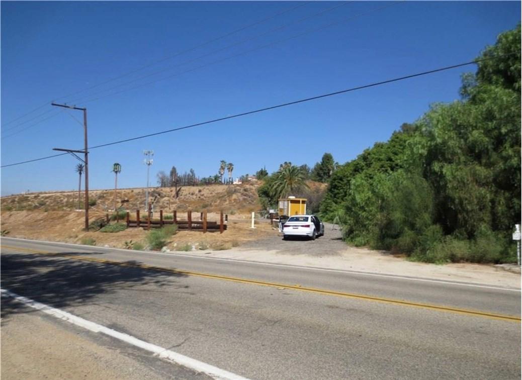 16400 Mockingbird, Riverside CA: http://media.crmls.org/medias/adbc81c2-8585-4103-b77d-700d39ec564a.jpg