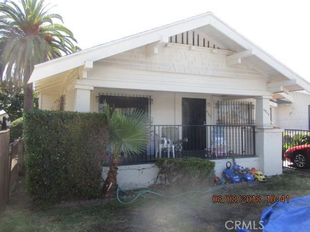 4504 S Van Ness Avenue, Los Angeles CA: http://media.crmls.org/medias/ade50f46-5883-48d1-b4e6-5b7c665e7a94.jpg
