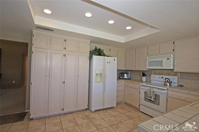 140 Avenida Las Palmas, Rancho Mirage CA: http://media.crmls.org/medias/ae2029a9-fb4c-4725-bc17-6927a2f808d6.jpg