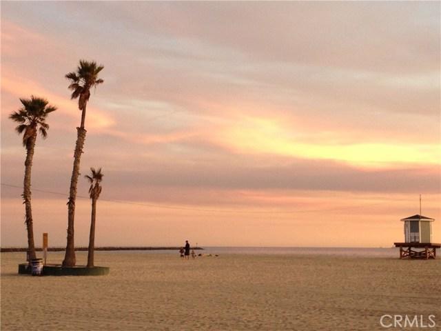 1111 Seal Way, Seal Beach CA: http://media.crmls.org/medias/ae2c2555-7add-447d-9225-1a14a5d01419.jpg