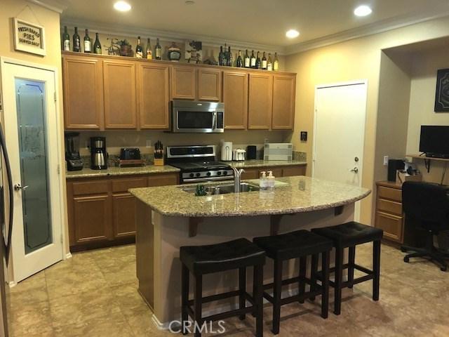 15723 Parkhouse Drive, Fontana CA: http://media.crmls.org/medias/ae61bebb-0695-43ca-a01b-668d31c12872.jpg