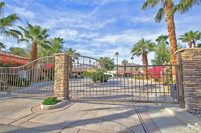 46180 Cypress Estates Court, Palm Desert CA: http://media.crmls.org/medias/ae6f6e84-cbf5-4523-b21a-f4eccf46ae8e.jpg