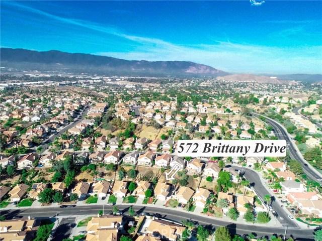 572 Brittany Drive, Corona CA: http://media.crmls.org/medias/ae798690-c91d-4cf5-b7bc-35b288f9e5f4.jpg