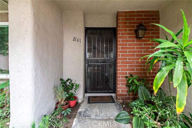 2161 W Wellington Circle, Anaheim CA: http://media.crmls.org/medias/aea9cee1-1d32-472d-abee-21e6d73653e6.jpg