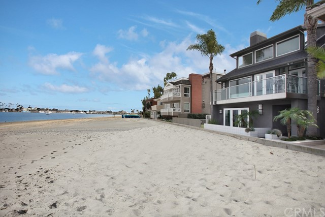 Single Family Home for Sale at 6302 E Bay Shore Walk 6302 E Bay Shore Walk Long Beach, California 90803 United States