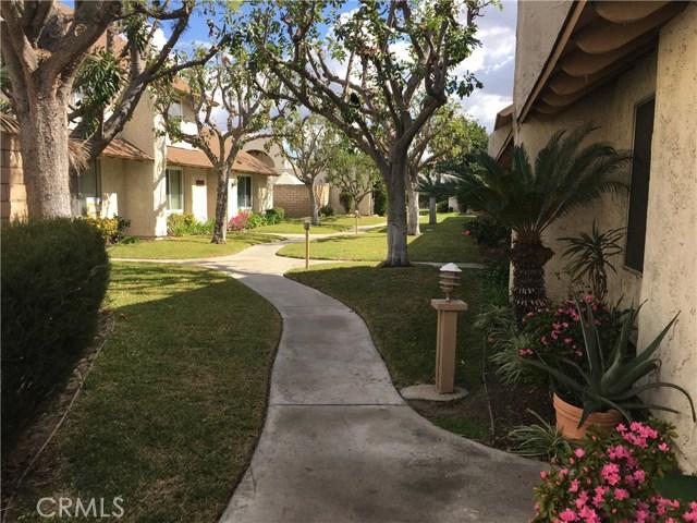 10512 S Jenny Lane, Garden Grove CA: http://media.crmls.org/medias/aeb526dd-f7c9-496d-89d2-9c973ca8abec.jpg