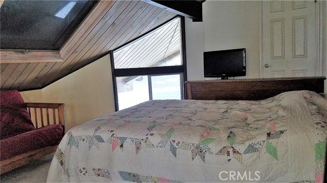 238 Shasta Drive, Lake Arrowhead CA: http://media.crmls.org/medias/aebb00a4-d32b-47df-b8ae-bf3f701c8e17.jpg
