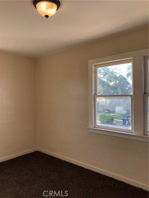 804 N Huntington Boulevard, Pomona CA: http://media.crmls.org/medias/aec7d4b1-c04d-4dfd-8f63-4383b733f09f.jpg