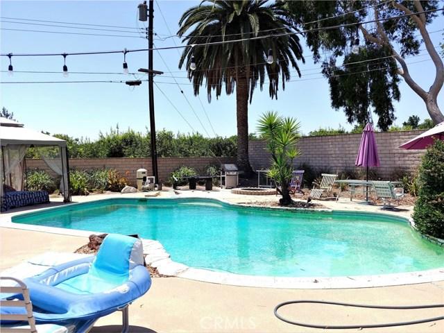 386 Deborah Court, Upland CA: http://media.crmls.org/medias/aed00c18-934e-4bf2-9143-8b264706d456.jpg