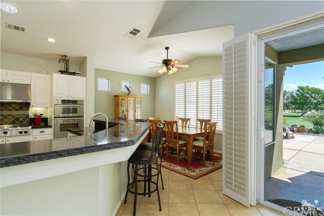 29270 Laguna Drive, Cathedral City CA: http://media.crmls.org/medias/aed92be1-d095-4cb0-88ee-c8f2bfd19908.jpg