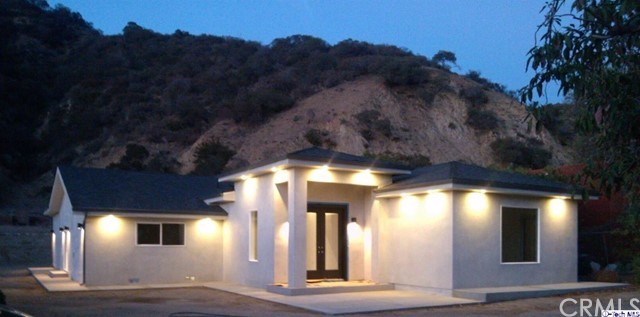 Single Family Home for Sale at 9645 La Tuna Canyon Road Road Sun Valley, California 91352 United States