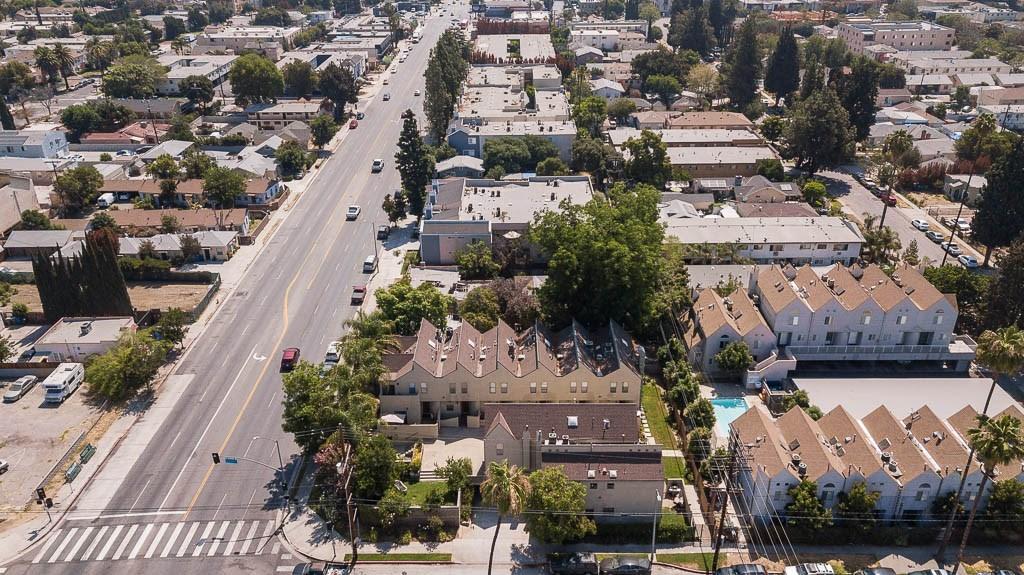 14256 Victory Boulevard, Van Nuys CA: http://media.crmls.org/medias/aefb1801-e11f-4991-865a-d63de6889ca6.jpg
