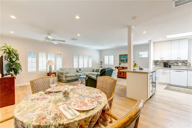 279 Cambridge Way, Newport Beach CA: http://media.crmls.org/medias/af1245f8-9ca1-41bd-9abb-3fe44b588399.jpg