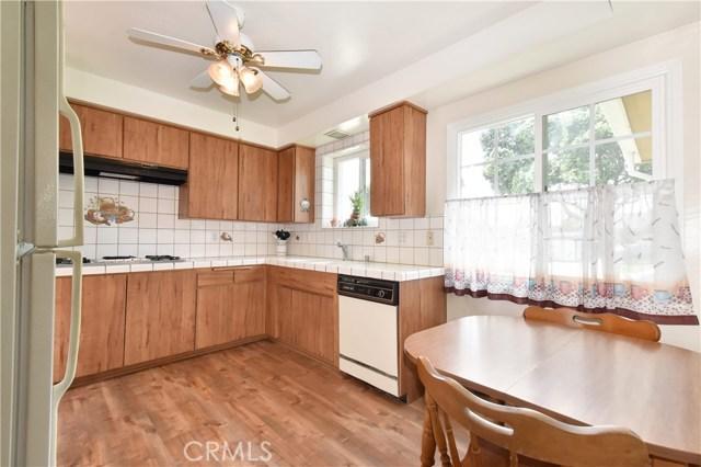 6209 Hungerford Street, Lakewood CA: http://media.crmls.org/medias/af298b57-4306-4733-805f-216f873cffe5.jpg