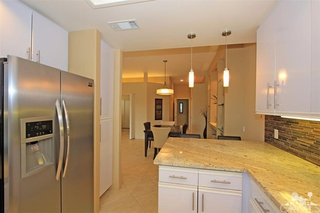 75 Augusta Drive, Rancho Mirage CA: http://media.crmls.org/medias/af3393c0-7a90-4f9c-84e0-f2d9fea244eb.jpg