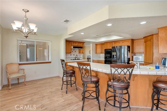 10832 Anaconda Avenue, Oak Hills CA: http://media.crmls.org/medias/af8848ac-e48c-4a28-b864-865d496c4bf4.jpg