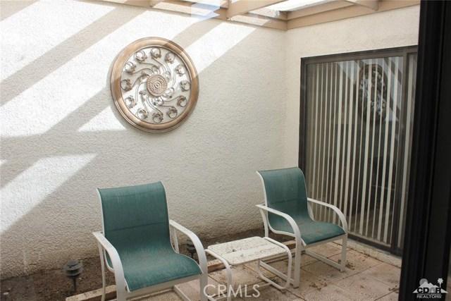 68 El Toro Drive, Rancho Mirage CA: http://media.crmls.org/medias/afd07350-65c1-4c9a-818e-8a635169e667.jpg