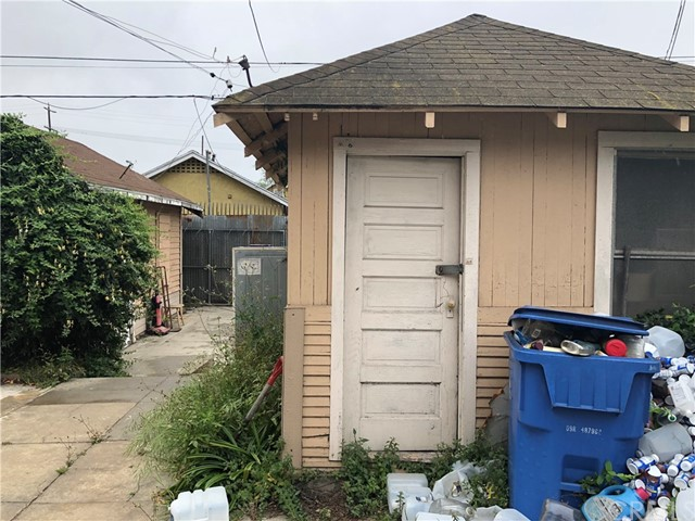 1162 E 54th Street, Los Angeles CA: http://media.crmls.org/medias/aff3a0c7-3227-43dd-ac16-169d15700471.jpg