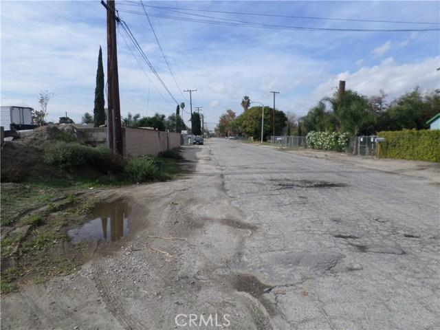 781 E Santa Fe Street, San Bernardino CA: http://media.crmls.org/medias/b000466d-f0a9-49b1-8810-9dd2f1941741.jpg