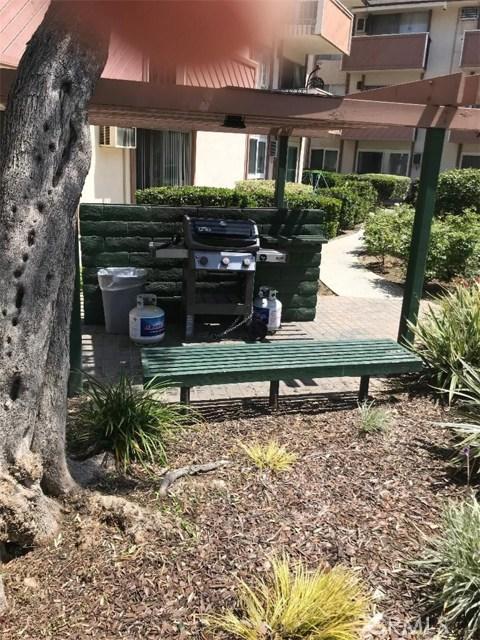 5585 E Pacific Coast, Long Beach CA: http://media.crmls.org/medias/b0061daf-a32b-459b-8018-28d5c36d0466.jpg