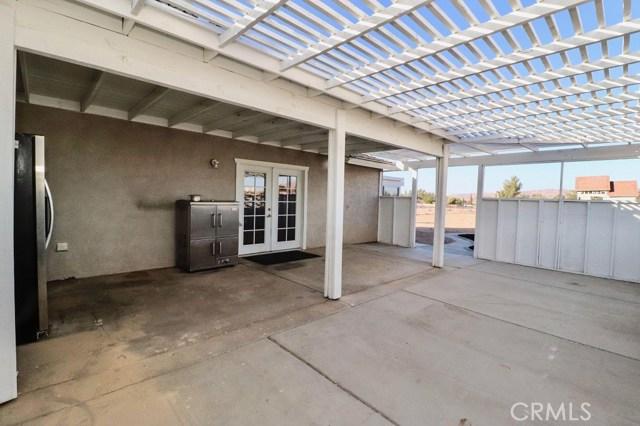 21320 Rancherias Road, Apple Valley CA: http://media.crmls.org/medias/b038ee67-8b59-4d62-b815-c43793ddf8b3.jpg
