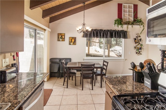26574 Lake Forest Drive, Twin Peaks CA: http://media.crmls.org/medias/b0478b16-7d0b-4f88-b5c1-b060d63c26a2.jpg