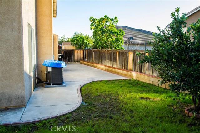 12018 Overland Court, Fontana CA: http://media.crmls.org/medias/b05a0667-e429-4bfc-8cd3-a61552039767.jpg