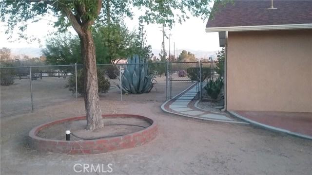 22686 Saguaro Road, Apple Valley CA: http://media.crmls.org/medias/b05a5160-ef6c-43ae-bcc1-c2b2ddcad275.jpg