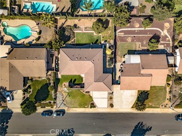 1237 Oak Mesa Drive, La Verne CA: http://media.crmls.org/medias/b06231b0-7bf9-42ae-bc28-70dd3809a9b3.jpg