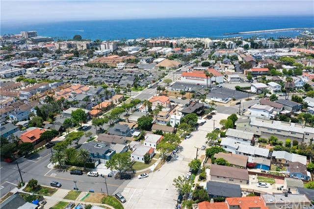 703 -705 El Redondo Avenue, Redondo Beach CA: http://media.crmls.org/medias/b064032e-34e9-4ddb-8990-b1ea2e9ba1ba.jpg